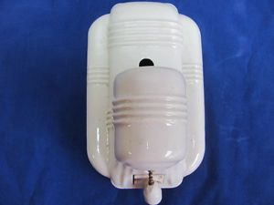 Vintage Art Deco Porcelain Bathroom Wall Sconce Pull Chain Light Fixture