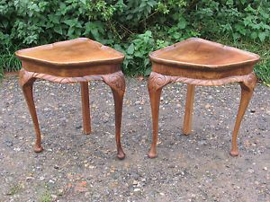 Pair of 1930s Art Deco Carved Walnut Pie Crust Corner Side Tables Bedside Sofa