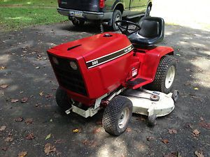 Red Cub Cadet International IH Lawn Tractor Riding Mower Tractor 582 682 782 982