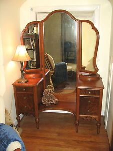 Beautiful Walnut Art Deco Dressing Table Vanity with Triple Mirrors RARE