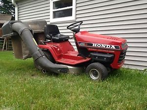 Honda 3813 Riding Lawnmower Lawn Mower Liquid Cooled Bagger Watch Video