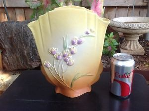"Nice Roseville Pottery Fan Vase Yellow Ixia Pattern 863 10"" No Res"