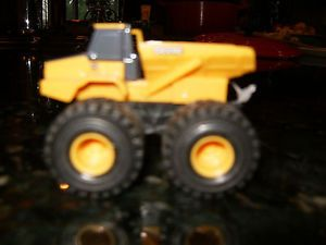 Ertl John Deere Childs Dump Truck Plastic with Rubber Tires