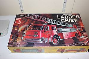 AMT American LaFrance Ladder Chief Fire Engine Model Kit T511 Open Box 1 25