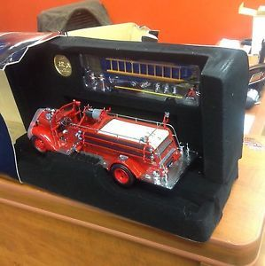 Yat Ming 1938 Road Signature Ford Fire Engine 1 24 Diecast Truck