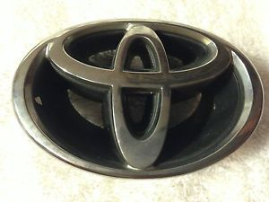 2001 2002 Toyota Corolla Front Grill Emblem Logo Chrome