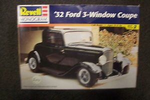 Revell Monogram 32 Ford 3 Window Coupe 1 25 Scale Model