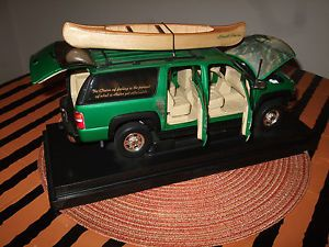 1 18 Chevy Suburban Diecast Model Car Ertl Fishing Hunting Canoe Kinkade 4x4