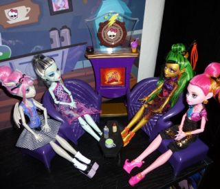Monster High Coffin Bean Scaris Gloom Beach Doll House Bookcase Kit
