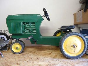 Ertl Model 520 Vintage Toy John Deere Pedal Tractor Riding Toy Kids