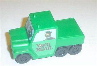 2010 Carls Jr Carlscoolkids Yogi Bear Boo Boo Green Pullback Truck Toy