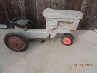 Vintage International Harvester Toy Pedal Tractor Kid's Farm 60's 70's Car Toys
