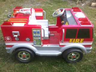 Huge Kidtrax Toys Red Fire Truck Electric Ride on Kids Toy Car 12 Volt Battery