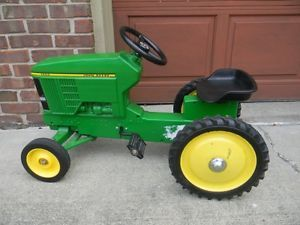 Vintage John Deere Ertl Ride on Pedal Tractor Toy 7600