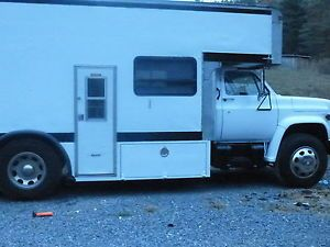 GMC 1983 Toterhome Race Car Hauler Motor Home