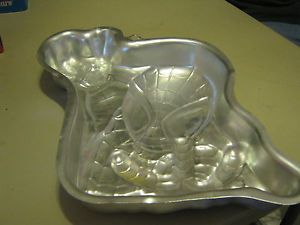 about WILTON SPIDERMAN CAKE PAN 2105 5052 W/ PRINTABLE INSTRUCTIONS