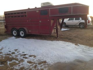 93 Titan GOOSE Neck Horse Trailer 3 Horse Slant with Changing Room and Rear Tack
