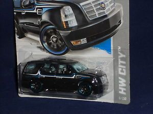 Hot Wheels 2013 HW City Street Power '07 Cadillac Escalade Black w Chrome Grille