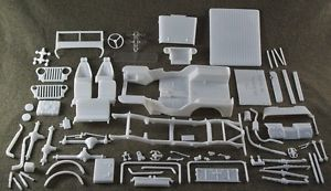 1 25 Scale Model Car Parts Junk Yard 1940s Jeep Willys Body Chassis